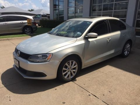 Pre-Owned 2011 Volkswagen Jetta Sedan SE w/Convenience & Sunroof